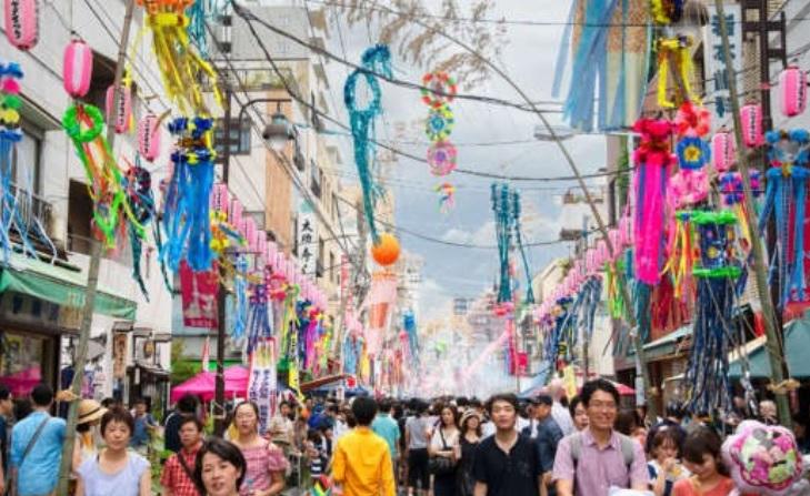 La festività giapponese del tanabata matsuri