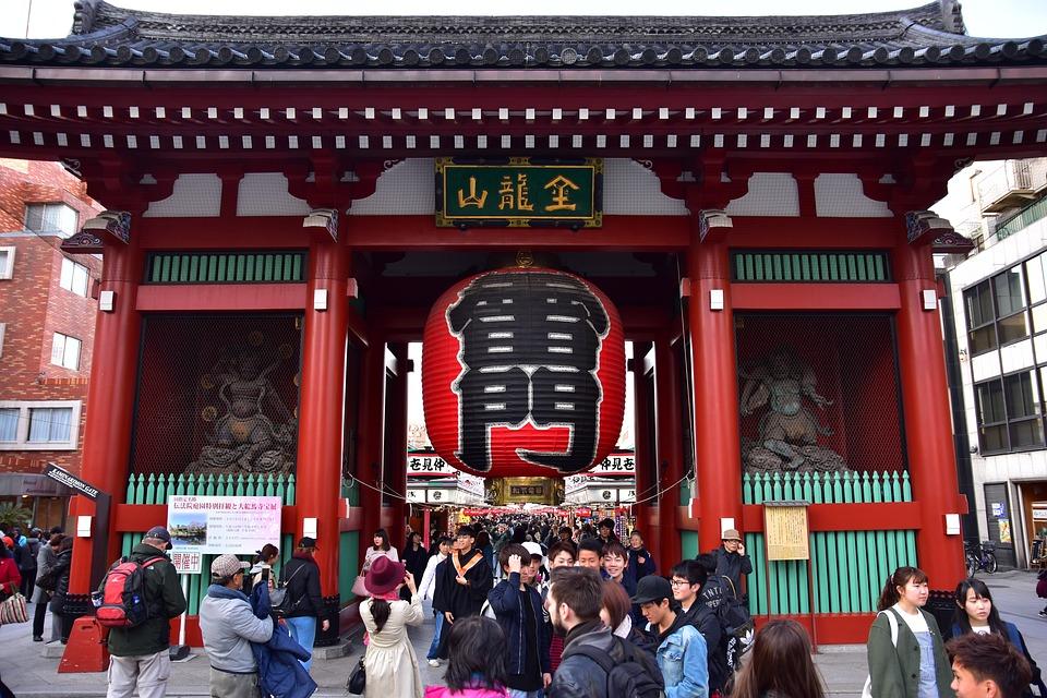 L'ingresso al complesso templare della zona di Asakusa, Tokyo.