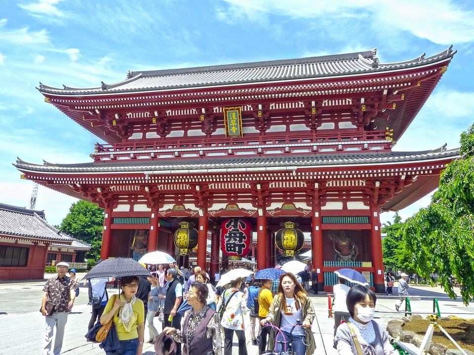 Il Kaminarimon vi da il benvenuto in questa zona sacra Shintoisti e Buddisti.
