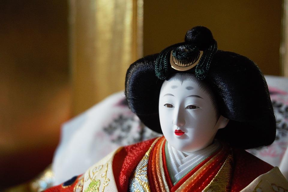 Bambole nelle mostre giapponesi al Festival dell'Oriente