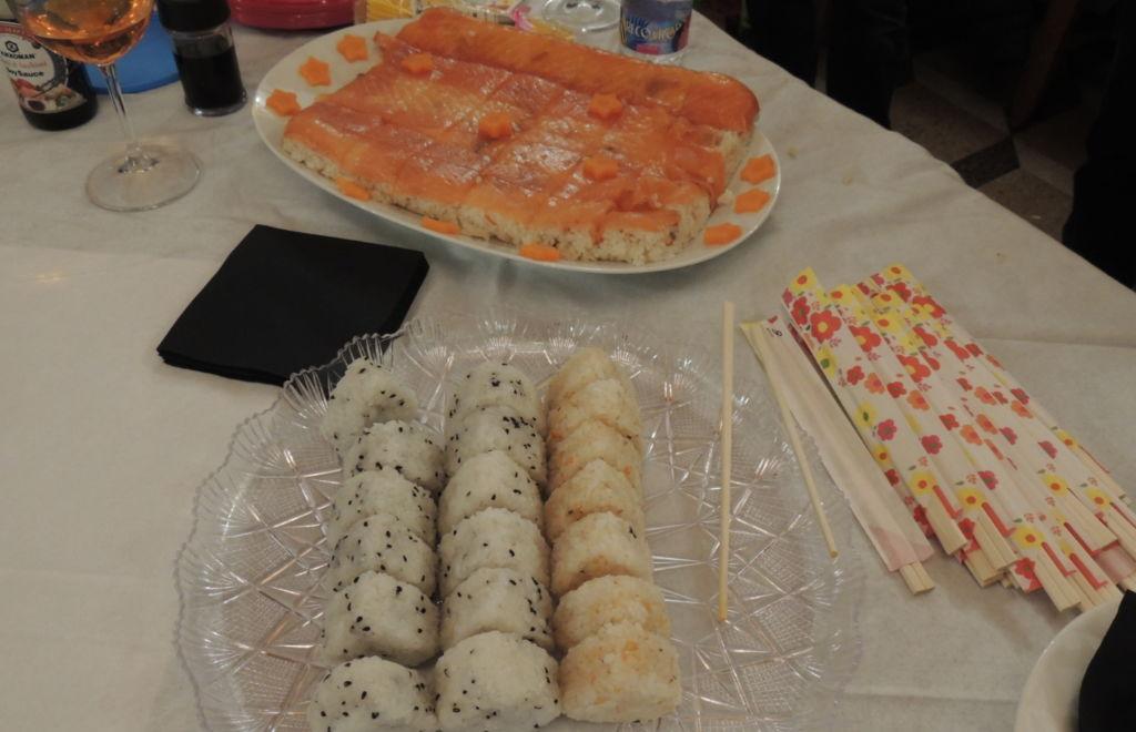 Cibo giapponese: onigiri e sushi nello stile di Osaka