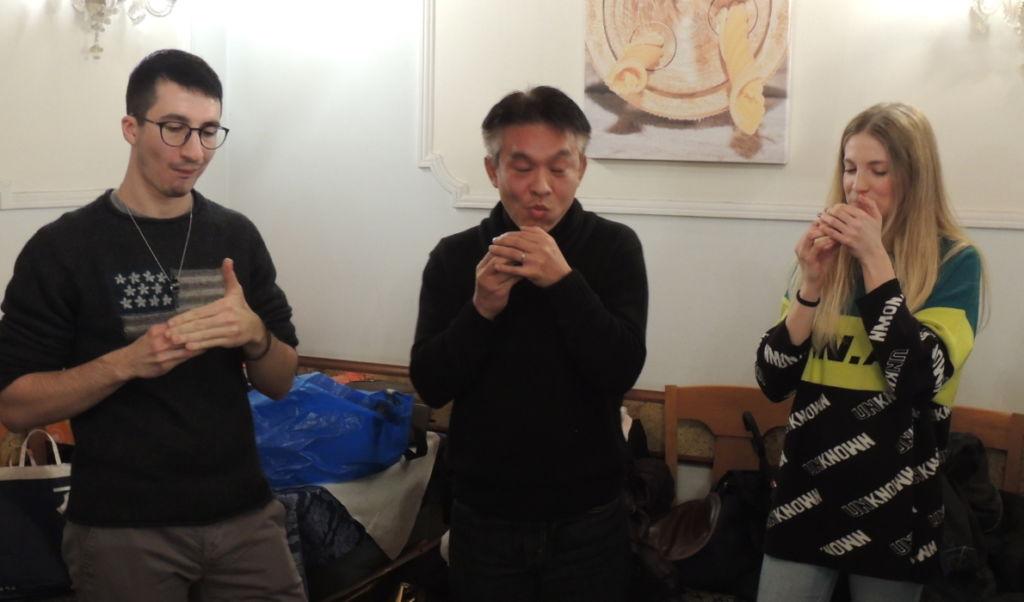 Secondo round di gara di roulette russa con onigiri a sorpresa