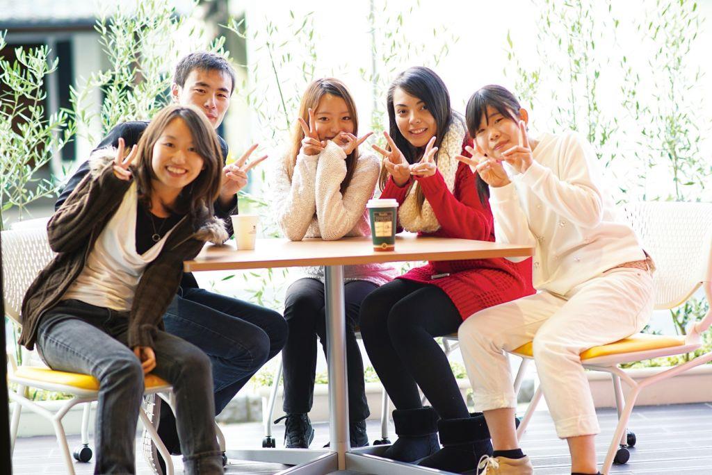 Studenti alla scuola di lingua giapponese