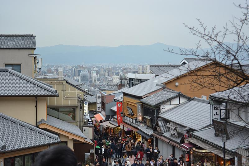 Una frequentata via di Kyoto