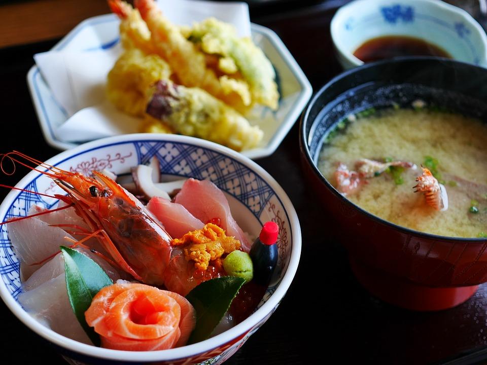 Cibo giapponese a Kyoto: tenpura, zuppa di miso, sashimi