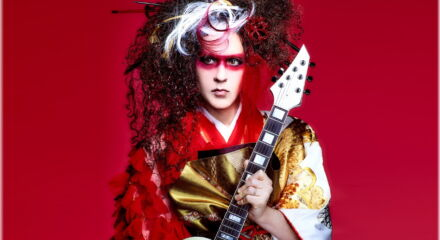 Look giapponese per la leggenda del metal