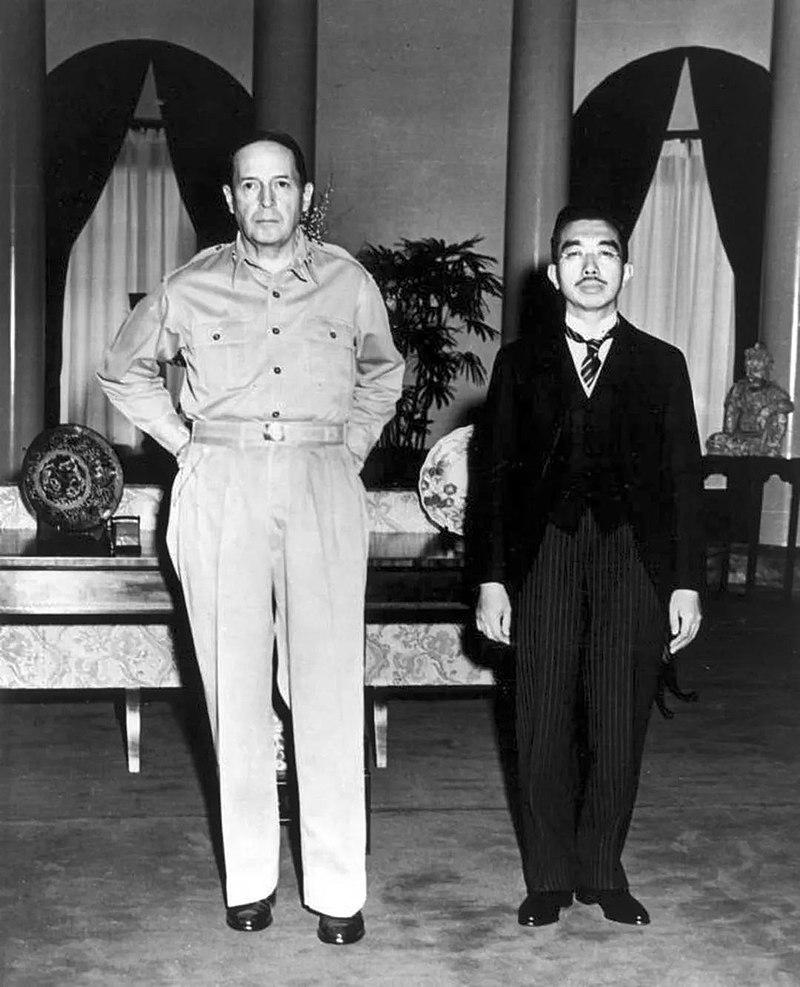 Imperatore giapponese e generale McArthur